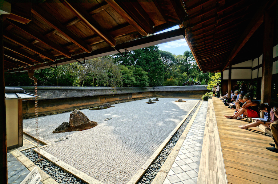 Rock garden, Ryōanji, Kyoto, Japan (photo: Mr Hicks46, CC BY-SA 2.0)