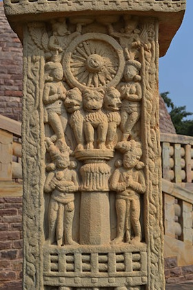 Ashokan Pillar on a relief at the Mahastupa at Sanchi, north gate (torana) post, 3rd c. B.C.E. (photo: Nandanupadhyay, CC: BY-SA 3.0)