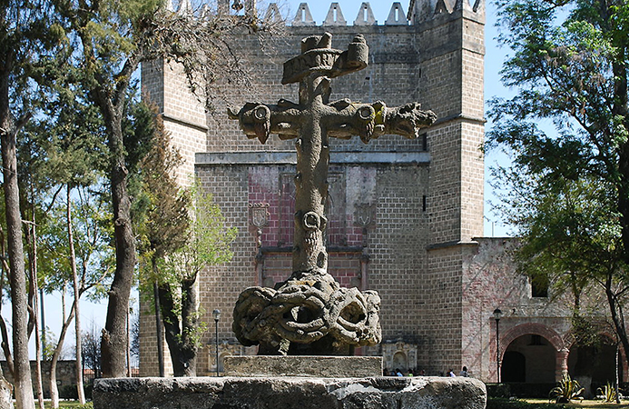 Surviving Posa Cross, mid to late 16th century, San Miguel Arcangel monastery, Huejotzingo, Puebla, Mexico (photo: Alejandro Linares Garcia, CC BY-SA 3.0)