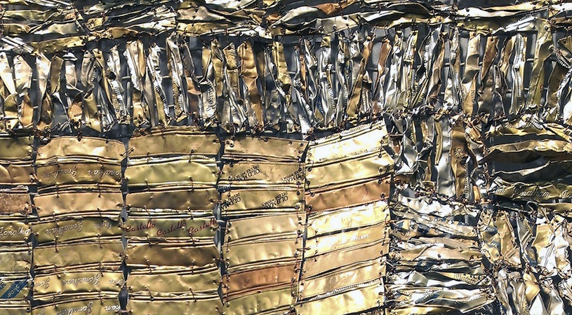 El Anatsui, Hovor II (detail), 2004 showing tiny bits of scrap tin, woven pieced together with wire (Photo: Amy M. Youngs, CC BY-NC-SA 2.0)