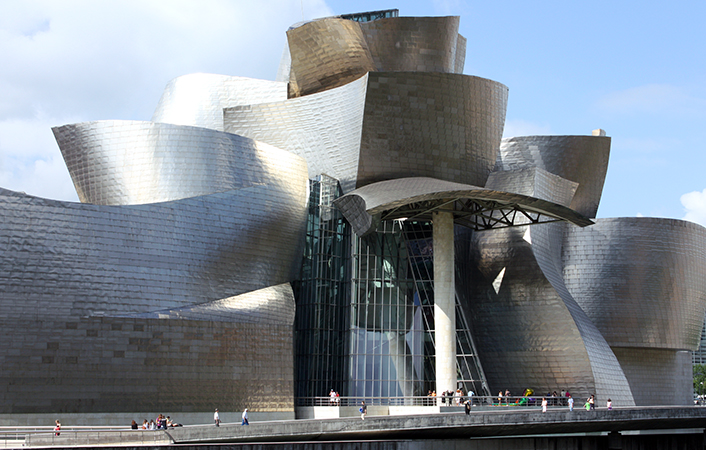 Frank Gehry, Guggenheim Museum Bilbao, 1993-97, (photo: Ardfern, CC BY-SA 3.0)