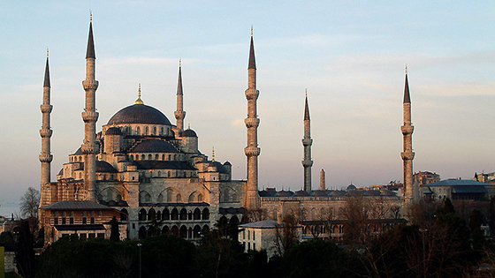 Sedefkâr Mehmed Ağa, Blue Mosque (Sultan Ahmed Mosque), completed 1617 (photo: Tim O'Brien/Oberazzi, CC BY-NC-SA 2.0)
