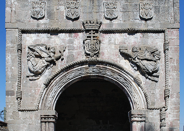 Angels in relief on the south side of the NW corner atrium chapel dedicated to Santiago, mid to late 16th century, monastery of San Miguel Arcangel, Huejotzingo, Puebla, Mexico (photo: Alejandro Linares Garcia, CC BY-SA 3.0)