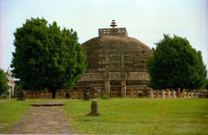 Great Stupa, Sanchi, India, 3rd century B.C.E. to first century C.E., photo: R Barraez D´Lucca (CC BY 2.0)