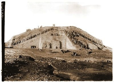 Woolley Photo of the Ziggurat of Ur with workers Ziggurat of Ur, c. 2100 B.C.E., Woolley excavation workers (Tell el-Mukayyar, Iraq)