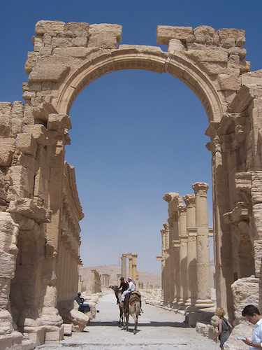 Front view of triumphal (or monumental) arch at Palmyra, Syria (photo: by Erik Hermans, CC BY 2.0)