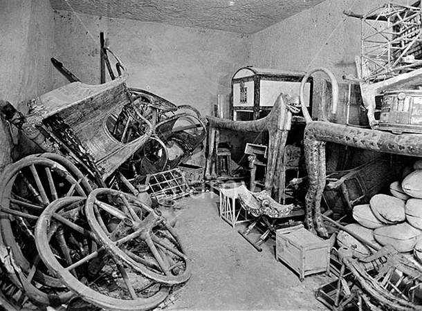 Harry Burton, View of tomb interior, 1922 (Tutankhamun Archive, Griffith Institute, University of Oxford)