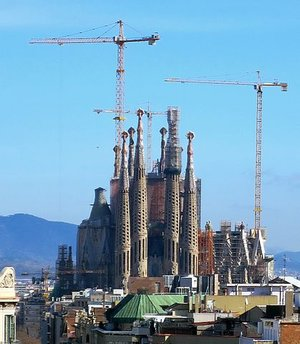 View of construction in February 2014, Antoni Gaudí, Church of the Sagrada Família or Basílica i Temple Expiatori de la Sagrada Família, 1882- (consecrated 2010, but still under construction), Barcelona, Spain (photo: Karl432, CC BY-SA 3.0)