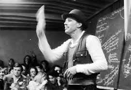 Joseph Beuys lecturing in Achberg, Germany 1978 (Photo: Rainer Rappmann, CC: BY-SA 3.0)