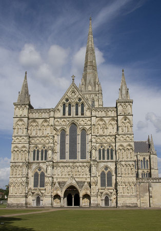 West front of Salisbury Cathedral, 1220-1320 (photo: Raggatt2000)