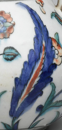 Saz leaf (detail), Iznik ewer, 2nd half of the 16th century (Ottoman), fritware, painted in black, cobalt blue, green, red under transparent glaze, 17-7/8 x 15-1/2 inches / 45.4 x 39.4 cm (photo: Brooklyn Museum, CC BY 3.0)