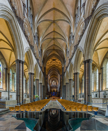 Nave of Salisbury Cathedral, 1220-1320 (photo: Diliff, CC BY-SA 3.0)