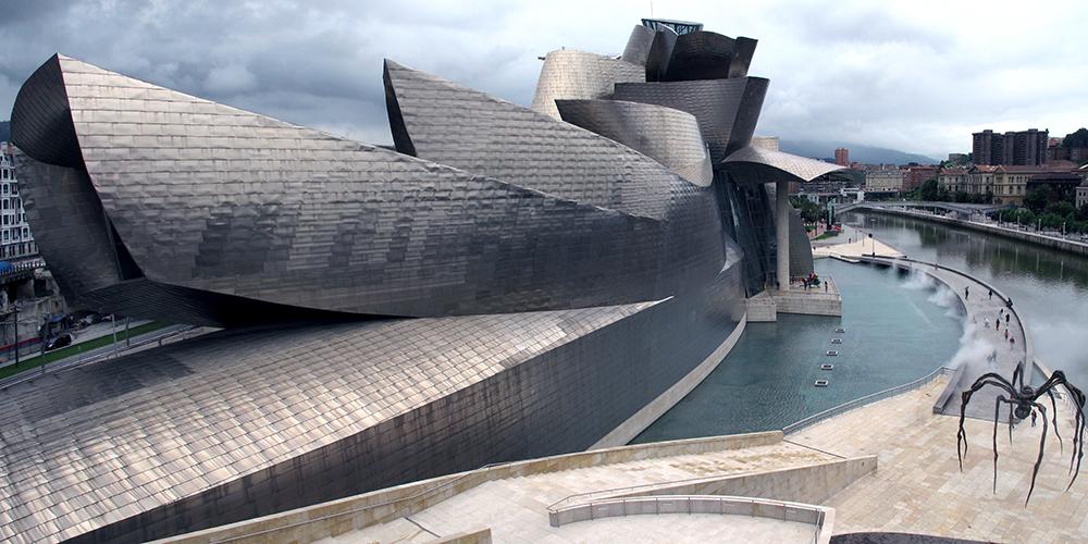 Frank Gehry, Guggenheim Museum Bilbao, 1993-97, (photo:Emilio I. Panizo, CC BY-NC-SA 2.0)