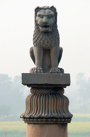 Ashokan pillar capital at Vaishali, Bihar, India, c. 250 B.C.E. (photo: mself, CC BY-SA 2.5)