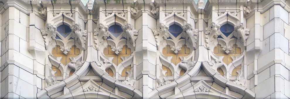 Terra-cotta gargoyles on the facade (detail), Cass Gilbert, Woolworth Building, 1913 (New York City)