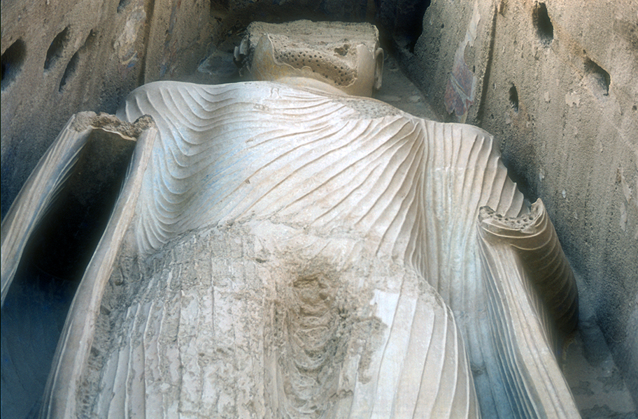 East Buddha (detail with drapery in 1975), c. 6th-7th c C.E., stone, stucco, painted, 120 feet high, Bamiyan, Afghanistan, destroyed 2001 (photo:Pierre Le Bigot, CC BY-NC-ND 2.0)