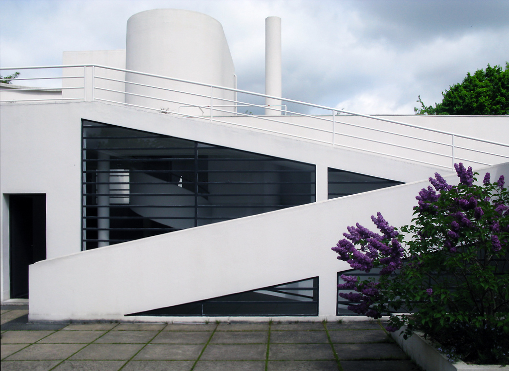 Solarium viewed from the roof terrace, Le Corbusier, Villa Savoye, Poissy, France, 1929 (photo: a-m-a-n-d-a, CC BY-NC-SA 2.0)