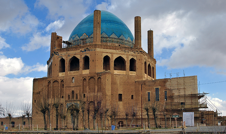 Mausoleum of Il-khan Öljeitü, Soltaniyeh Iran, 1302-12 (photo: Zenith210, CC BY-SA 3.0)