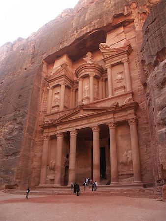 The Treasury (Khazneh), Petra (Jordan), 2nd century C.E. (photo: Packwood / Shand, CC BY 2.0)