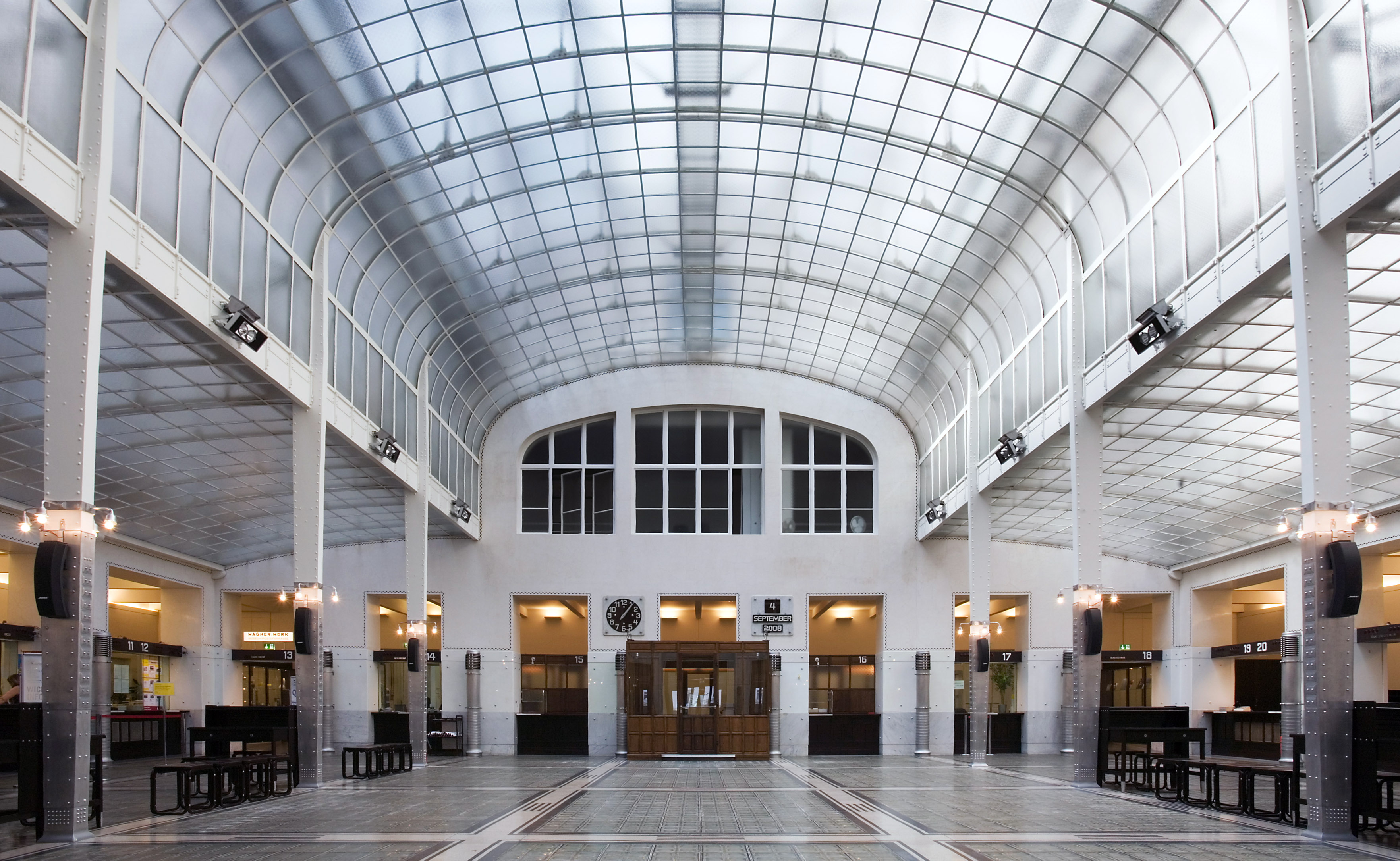 Otto Wagner, Bank hall, Postal Savings Bank, Vienna, 1904-06 and 1910-12 (photo: Jorge Royan, CC BY-SA 3.0)