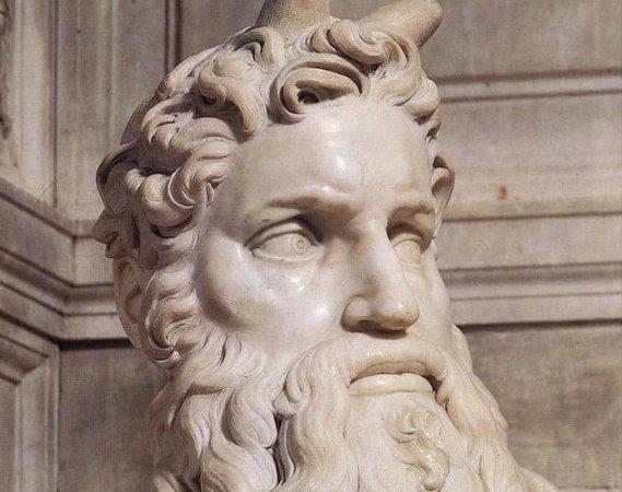 Μωυσής (λεπτομέρεια), Μιχαήλ Άγγελος, Τάφος του Πάπα Ιούλιος Β ', γ.  1513-1515, μάρμαρο, 235 cm (San Pietro in Vincoli, Ρώμη)