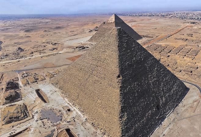 Giza plateau, photo: kairoinfo4u (CC BY-NC-SA 2.0)