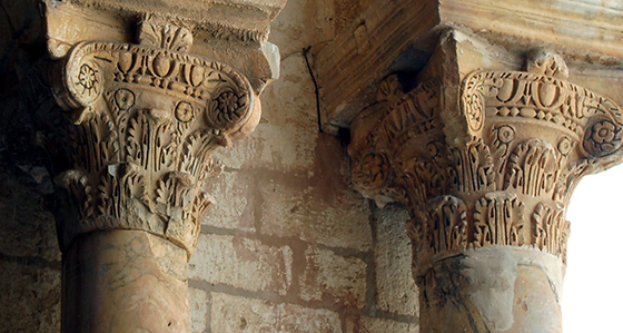 Ancient capitals (spolia), Great Mosque of Kairouan, Tunisia (photo: Jaume Ollé, CC BY 2.5)