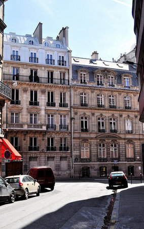 Manet's studio in 1874 is the building on the right, 4 rue de St. Petersbourg (photo: Phil Beard, CC BY-NC-ND 2.0)