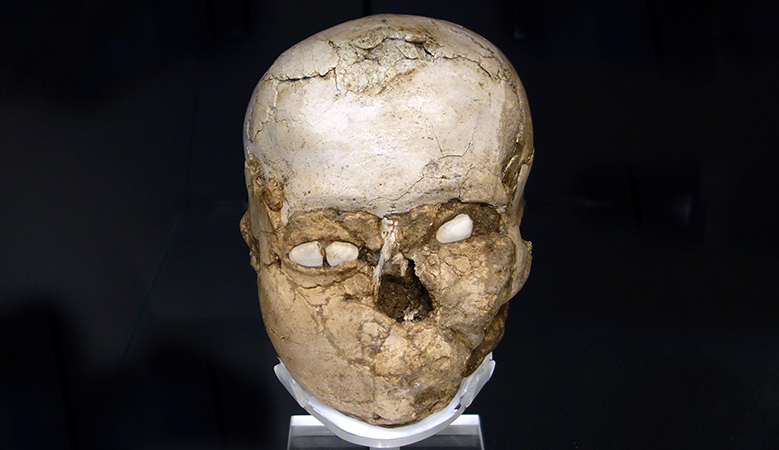 Plastered human skull from Jericho, Pre-Pottery Neolithic B, c. 7200 B.C.E. (The British Museum)