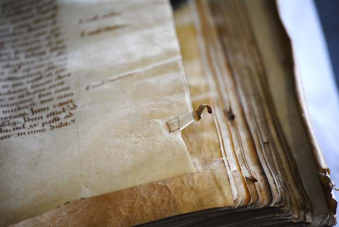 Leiden, University Library, BPL MS 2001 (12th century) (photo: Erik Kwakkel)