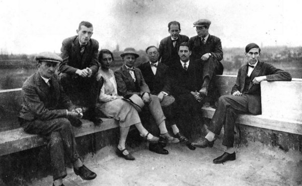 Left to right: Josef Albers, Marcel Breuer, Gunta Stölzl, Oskar Schlemmer, Wassily Kandinsky, Walter Gropius, Herbert Bayer, László Moholy-Nagy and Hinnerk Scheper on the roof of the Bauhaus, Dessau, 1928