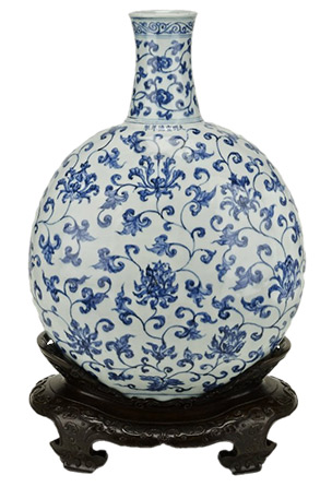 Large porcelain flask painted with underglaze blue decoration. Made in Jingdezhen, China. Ming dynasty, Xuande mark and period, 1426–1435. © The Trustees of the British Museum
