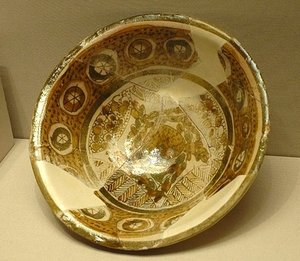 Bowl, 9th century, Susa, Iran, Earthenware, metal lustre overglaze decoration, opaque glaze