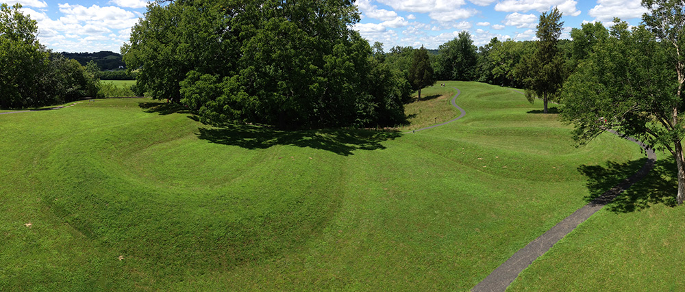 Fort Ancient Culture(?), Great Serpent Mound, c. 1070, Adams County, Ohio (photo: Eric Ewing, CC BY-SA 3.0)