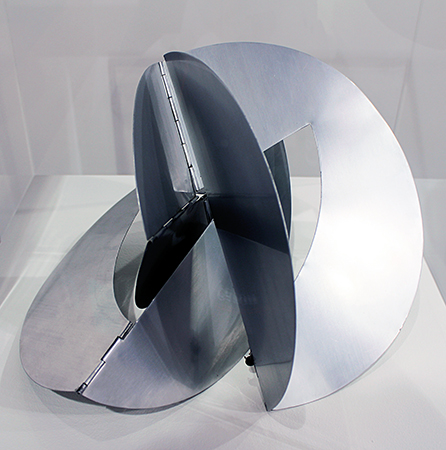 Lygia Clark, Bicho, 1962 photographed at Art|Basel 45 (photo: trevor.patt, CC BY-NC-SA 2.0), https://flic.kr/p/o4WF6j
