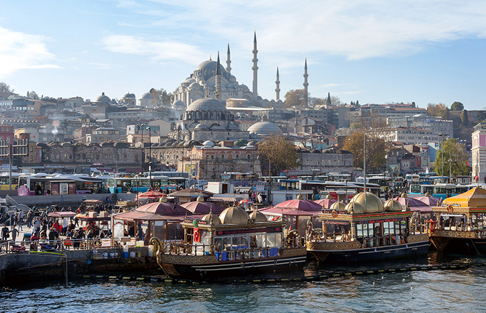 View from the Golden Horn of the Süleymaniye complex designed by Mimar Sinan, 1550 (photo: Matthew and Heather, CC BY-NC-SA 2.0) https://flic.kr/p/kxk3h3