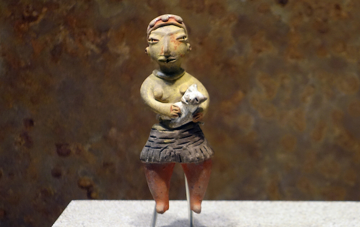Tlatilco figurine of a woman with a dog, Tlatilco, c. 1200–600 B.C.E., ceramic (National Museum of Anthropology) (photo: Steven Zucker, CC BY-NC-SA 2.0)