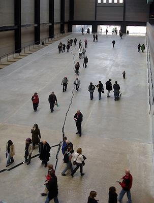 Doris Salcedo, Shibboleth, 2007-08, installation, Tate Modern © Doris Salcedo (photo: Nuno Nogueira/Nmnogueira, CC BY-SA 2.5-altered)