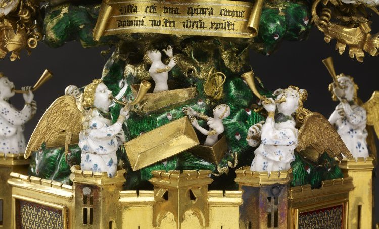 Angels blowing trumpets, and the dead emerge from their tombs (detail), Holy Thorn Reliquary of Jean, duc de Berry, before 1397, 30 x 14.2 x 6.8 cm, gold, enamel, rock crystal, pearls, rubies, sapphires (The British Museum)