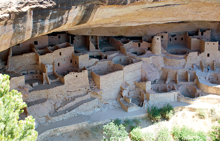 View of houses, tower and kivas, Cliff Palace, Ancestral Puebloan (formerly Anasazi), 450–1300 C.E., sandstone, Mesa Verde National Park, Colorado (photo: Steven Zucker, CC: BY-NC-SA 2.0)
