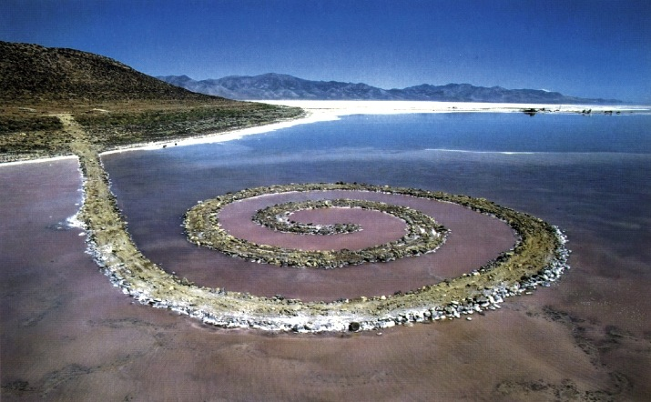 Robert Smithson, Spiral Jetty, 1970 (Great Salt Lake, Utah) (photo: Gianfranco Gorgoni) ©Holt-Smithson Foundation