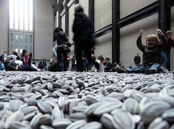 Ai Weiwei, Kui Hua Zi (Sunflower Seeds), 2010, one hundred million hand-painted porcelain seeds (Tate Modern, London) (photo: Loz Flowers CC BY-SA 2.0)
