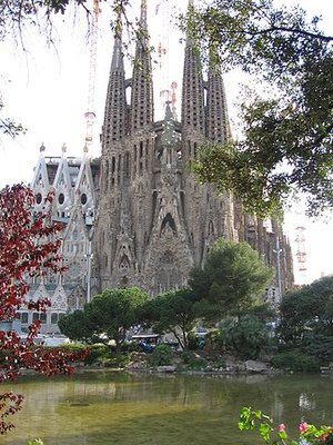 View of the Nativity Façade, Antoni Gaudí, Church of the Sagrada Família or Basílica i Temple Expiatori de la Sagrada Família, 1882- (consecrated 2010, but still under construction), Barcelona, Spain (photo: Canaan, CC BY-SA 3.0)