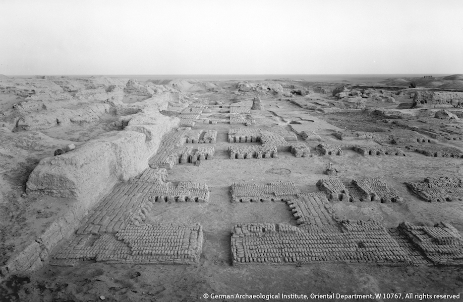 Remains of Building C in Uruk. Only a couple of mud-brick rows have survived to offer a basic ground plan. The building dates into the 4th millennium B.C.E. © German Archaeological Institute, Oriental Institute, W 10767, all rights reserved.
