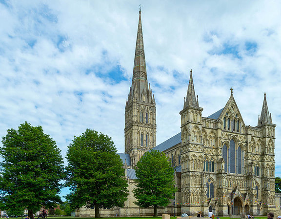 Salisbury Cathedral, 1220-1320 (photo: Bellminsterboy)