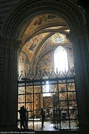 View into the San Brizio Chapel, Orvieto Cathedral (Italy) (photo: Thomas-Photography, CC BY 2.0)