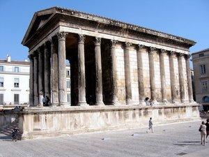 Maison Carrée, c. 16 B.C.E (Nîmes, Provence)