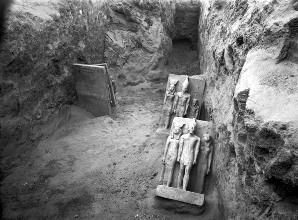 Four greywacke triads, Menkaure valley temple, S magazines, corridor III 4, photo: 1908 (The Giza Archives)