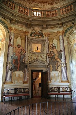 Andrea Palladio with modifications by Vicenzo Scamozzi, interior of Villa Rotonda (formerly Villa Capra), 1566-1590s, near Vicenza, Italy (photo: Hans A. Rosbach, CC BY-SA 3.0))