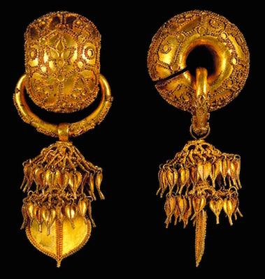 "Pair of earrings. Korea, Silla kingdom, second quarter of 6th century, excavated from Bomun-dong Hapjangbun Tomb, gold, 3 3/8"" / 8.6 cm long (left), 3 3/8 in. / 8.75 cm long (right), (National Museum of Korea, National Treasure 90)"